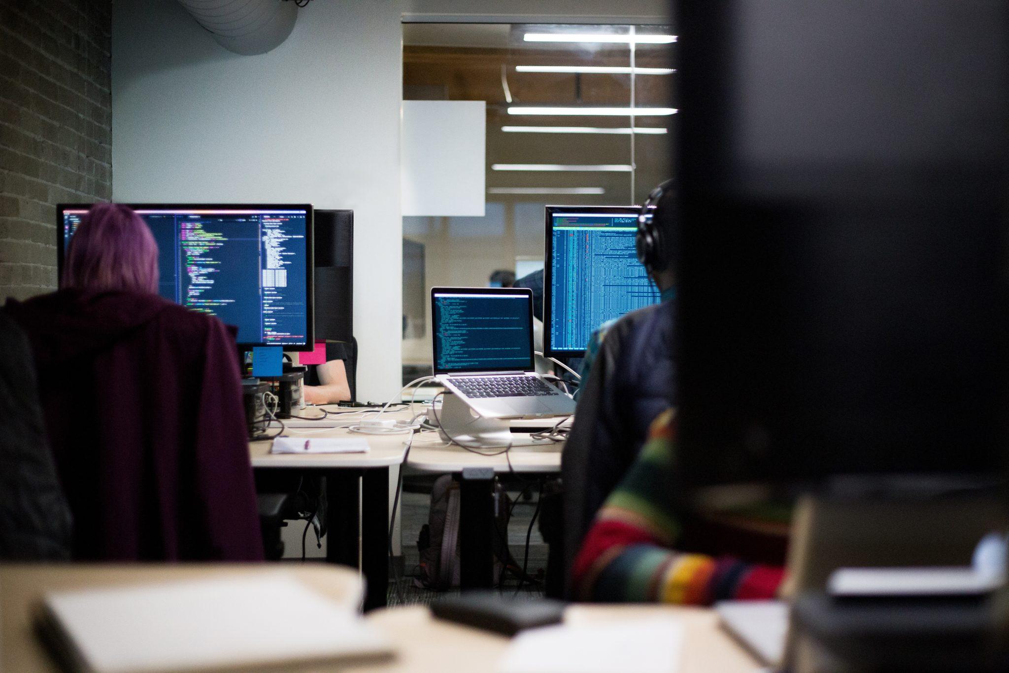 Co powinna zawierać umowa wdrożeniowa? Poradnik dla software house'ów #0
